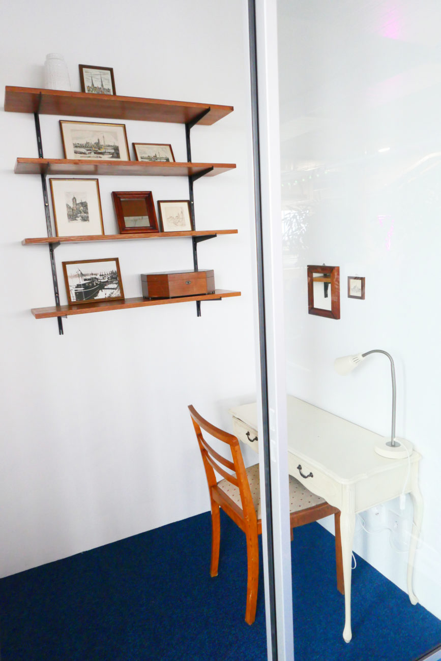 Krankikom Telefonzelle mit Schreibtisch